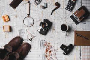 מצלמה ועוד אביזרים של חוקר