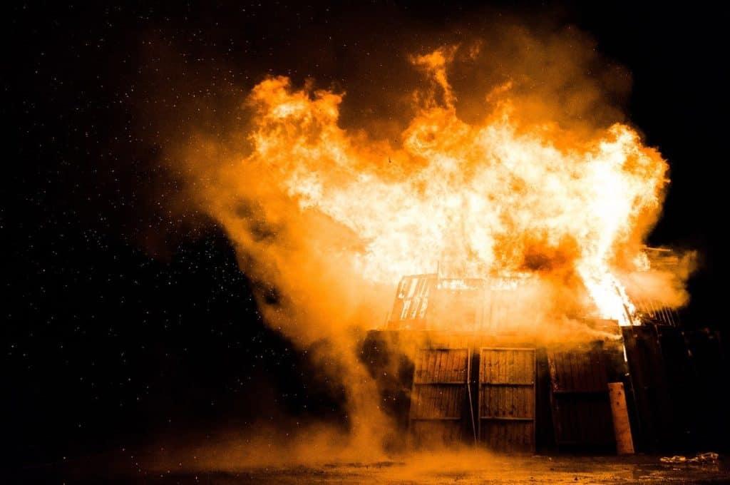 מבנה נשרף
